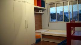Quarto infantil - cama e guarda roupas