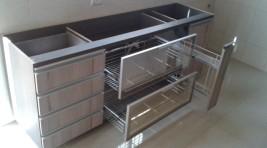 cozinha-gavetas-aramadas-espelho-moderna