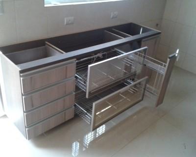 cozinha-mesa-jantar-armarios-gavetoes